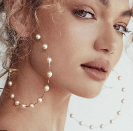 Масивні сережки — модна деталь яскравого образу