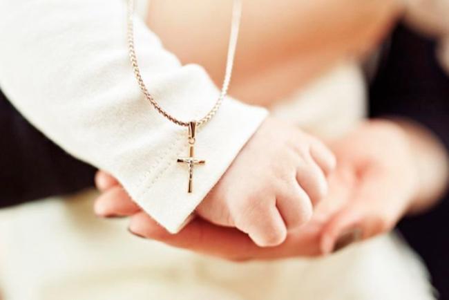 Що подарувати на хрестини дитині