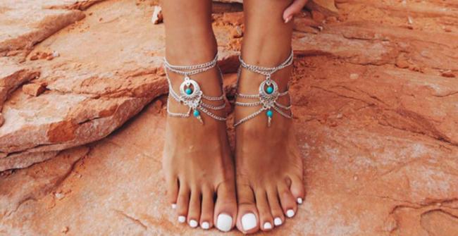 Браслет на нозі — вибір модниць, які не визнають стереотипи