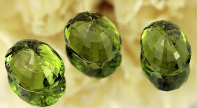 Хризоліт: магічні властивості каменю та його значення