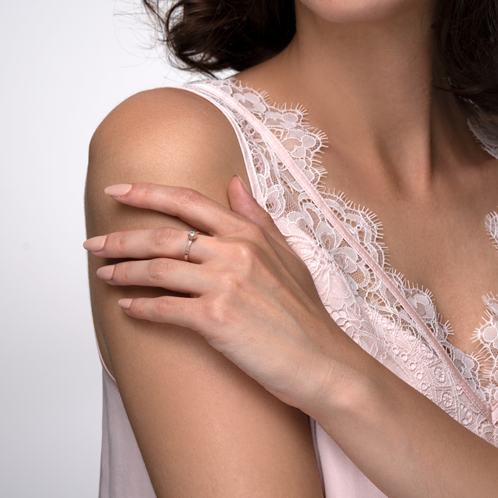 Золотое кольцо с фианитами. Артикул 12221/08/0/158